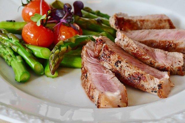 8 أطعمة مضادة للشيخوخة للحصول على بشرة مشرقة ونابضة بالحياة