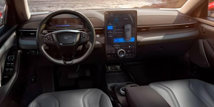 سيارة فورد موستانج ماك إي 2021