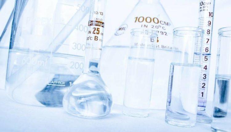 ماذا يحدث عند خلط الخل مع بيكربونات الصوديوم