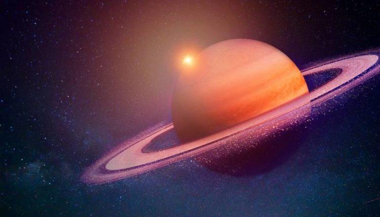 كوكب زحل من الداخل