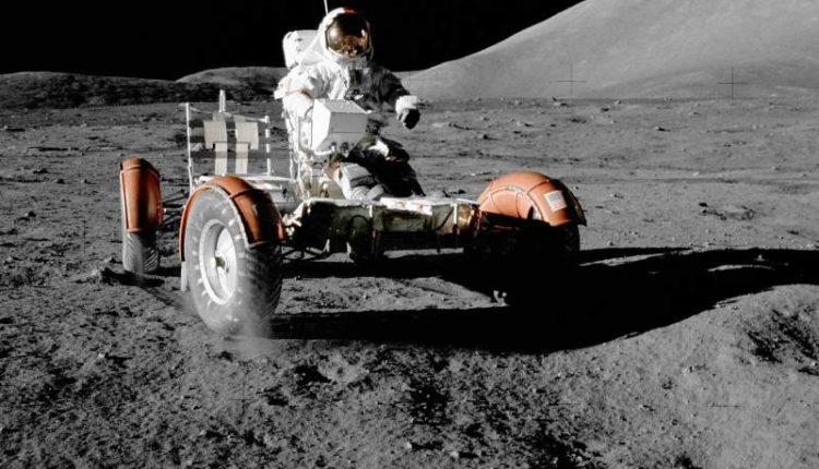 هل للقمر جاذبية تؤثر في الأجسام