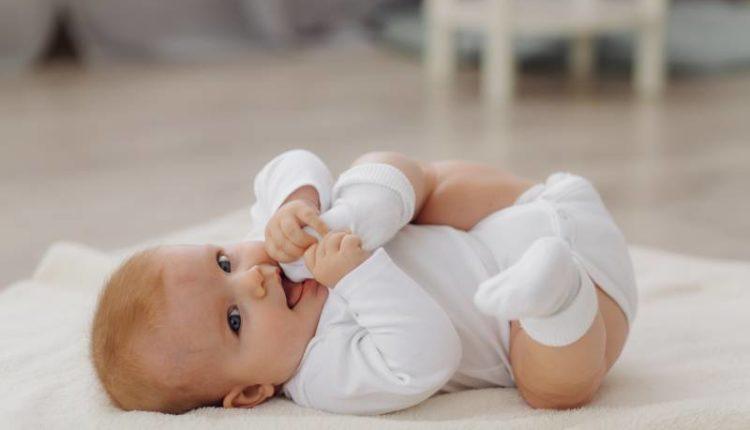 الوزن الطبيعي لطفل عمره شهرين