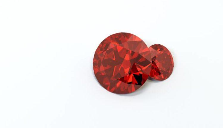 أشهر 12 حجر كريم أحمر اللون